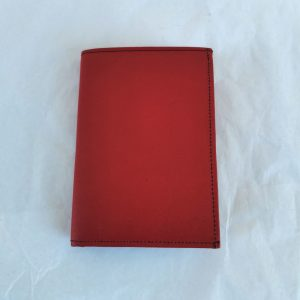 Punainen keskikokoinen lompakko