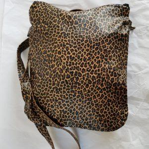 Leopardikuvioitu olkalaukku